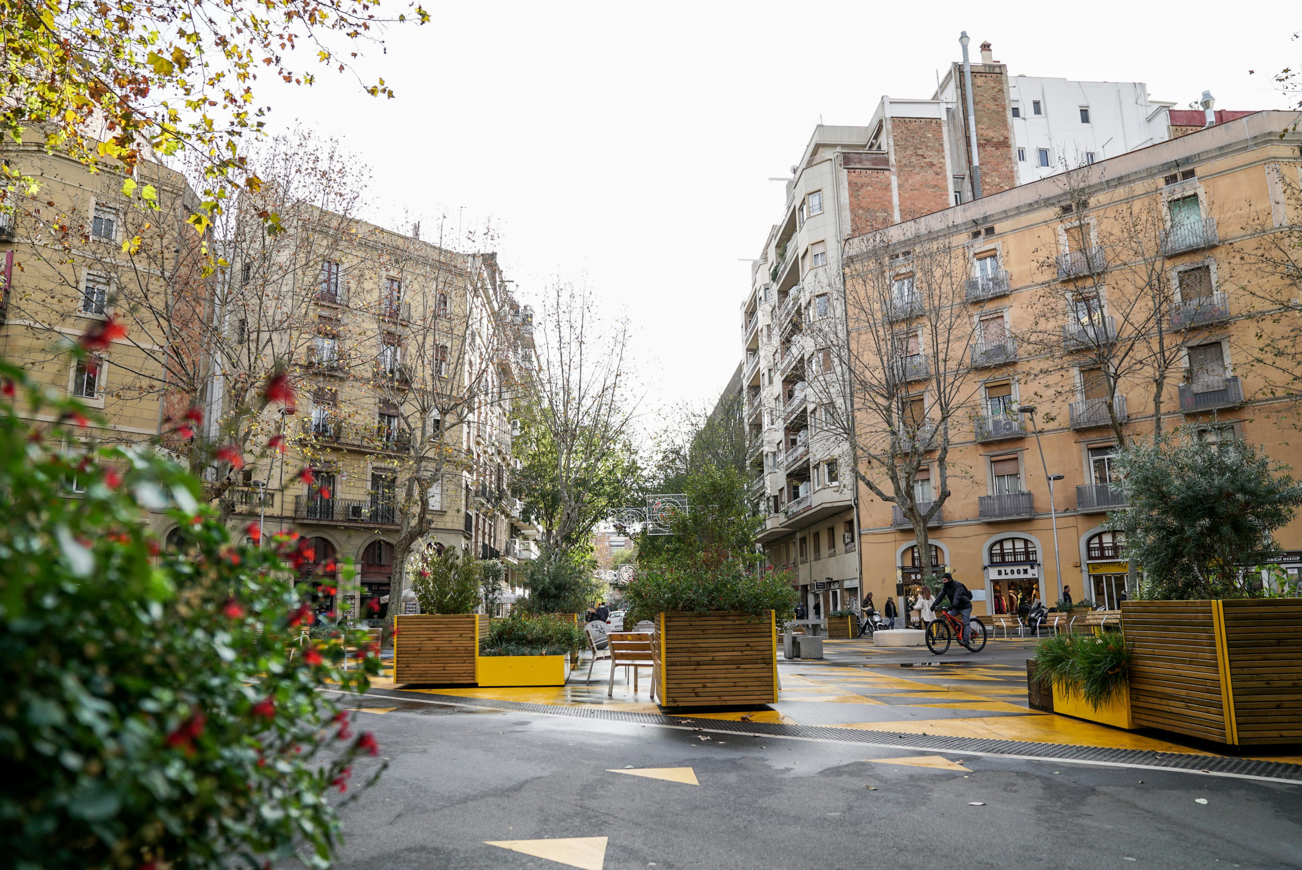 Barcelona tackles air pollution by expanding its 'superblocks' street plan