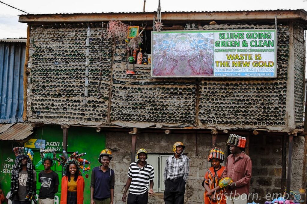 Artists at the Slums Go Green and Clean plastic center